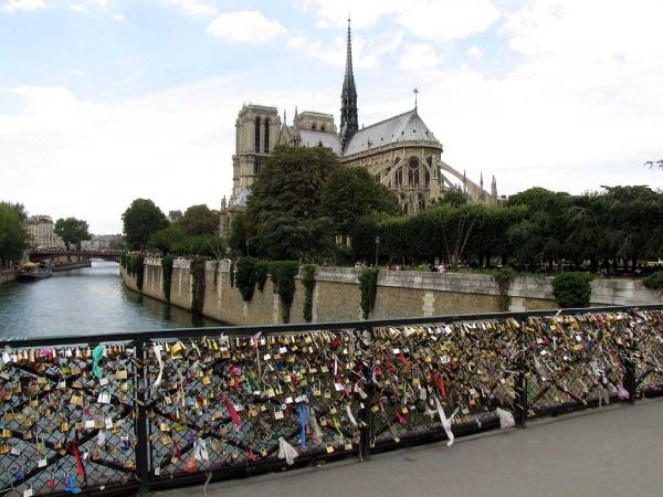 Szerelemlakat, Párizs