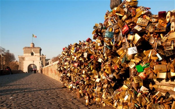 Szerelemlakat, Róma